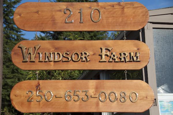 Windsor Farm - road sign